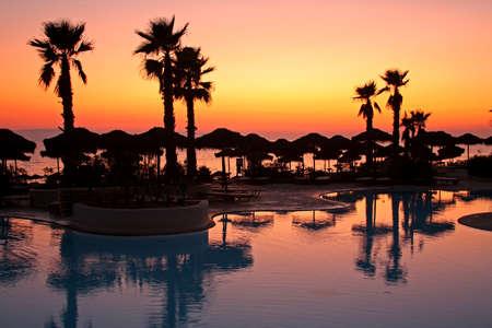 clima tropical: Puesta de sol en un paraíso tropical