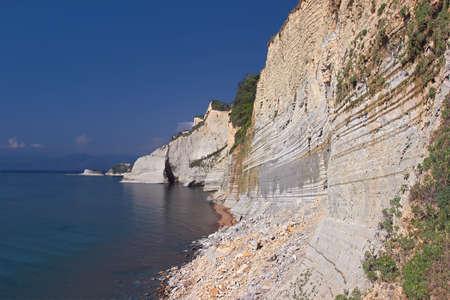 water s edge: Visualizza le splendide scogliere a isola di Corf�, Grecia