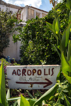 Sign to Acropolis. Narrow streets in the centre of Athens, Greece Stok Fotoğraf