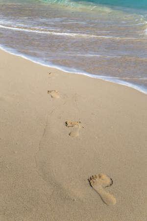 Footprints on a tropical white sand beach 免版税图像