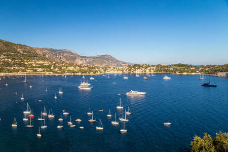View to a beautiful bay in French Riviera. Big yachts and small boats. Villefranche-sur-Mer 免版税图像