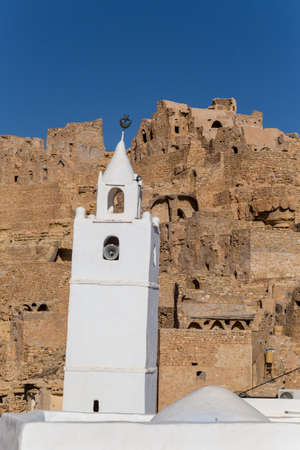 White wahsed mosque in a traditional village in Tunisia 免版税图像