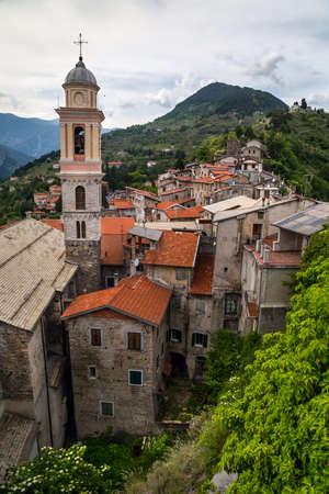 Medieval church Nostra Signora Assunta in Triora, Liguria, Italy 免版税图像