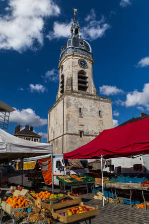 Local market and a bell tower in Amiens, France 免版税图像