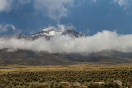 Hills and mountains at the border of Peruvian Altiplano 免版税图像