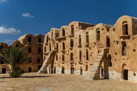 Granaries (grain stores) of a berber fortified village, known as  ksar.  Ksar Ouled Soltane, Tunisia 免版税图像