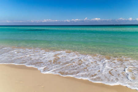 Background of tropical white sand beach and turquoise sea 免版税图像