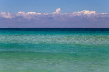Background of turquoise sea, sky and clouds 免版税图像
