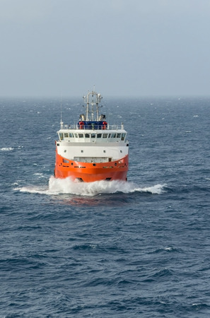 superstructure: Sea tow in the high sea