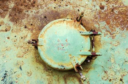 Vieille couverture rouillée sur le navire Banque d'images - 93055013