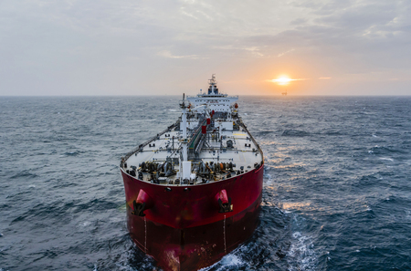 Der Öltanker im hohen Meer