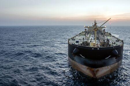 The oil tanker in the high sea Foto de archivo