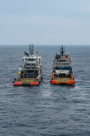 Sea tow in the high sea