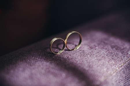 c�r�monie mariage: anneaux de mariage Banque d'images