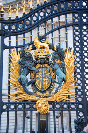 Close up the royal emblem on Buckingham palace entrance door. 報道画像