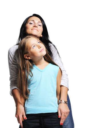 jeune fille adolescente: M�re avec une fille sur fond blanc. Famille heureuse