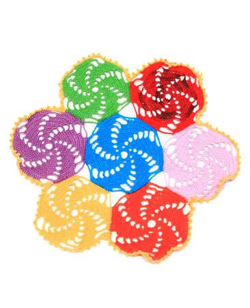 serviette: gekleurde servetring kous van wollen filamenten op een witte achtergrond