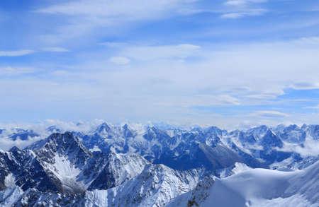 4200 m の高さからコーカサス山脈の主稜線の表示