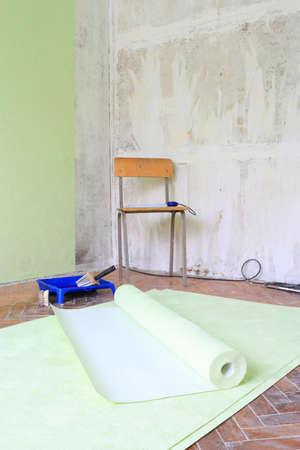 壁紙と部屋に修理のためのツール