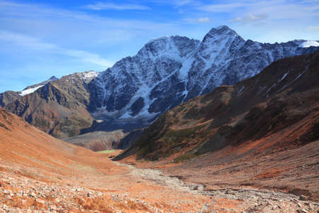 Donguz-Orun (4468 m) and Nakra (4277 m) peaks over the valley 写真素材