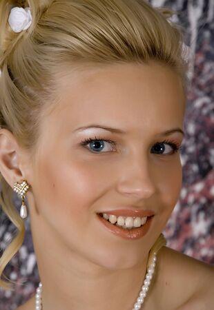 Portr�t des l�chelnden blonden der Foto-Studio