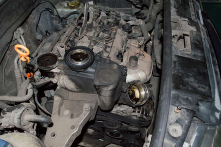 View under the hood of a gasoline three-cylinder internal combustion engine in the process of changing the oil Stockfoto