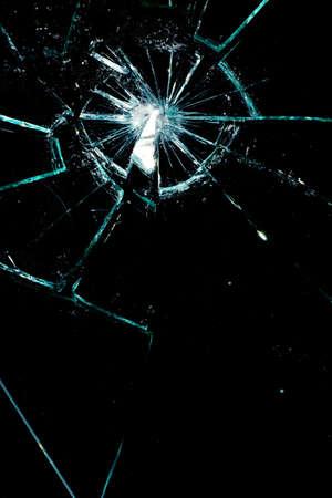 glas kunst: gebroken glas op een zwarte achtergrond