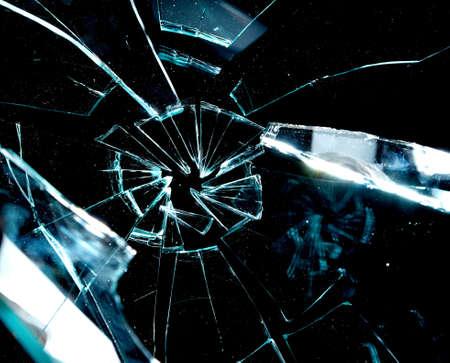 glass broken: vidrio roto sobre un fondo negro