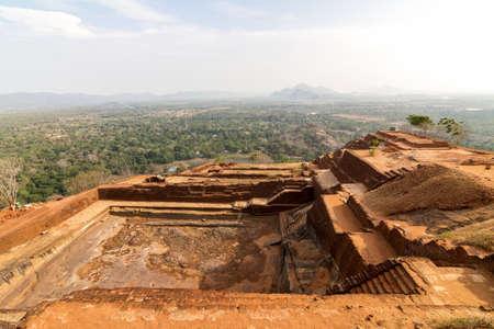 Ruïnes op de top van Sigiriya Lion