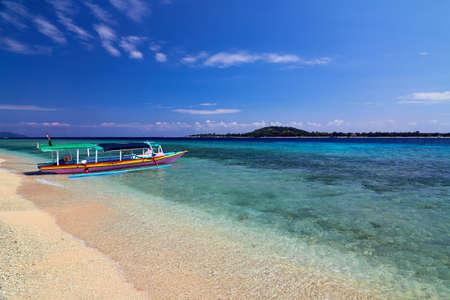 Traditionelle, landesspezifische Boot Gili Meno, Lombok, Indonesien Standard-Bild - 26506820
