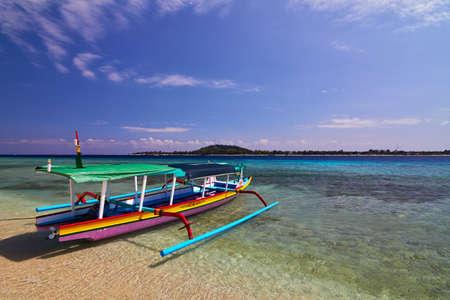 Traditionelle, landesspezifische Boot. Gili Meno, Lombok, Indonesien Standard-Bild - 33926506