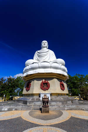 vietnamese ethnicity: White Buddha Statue at Long Son Pagoda in Nha Trang, Vietnam