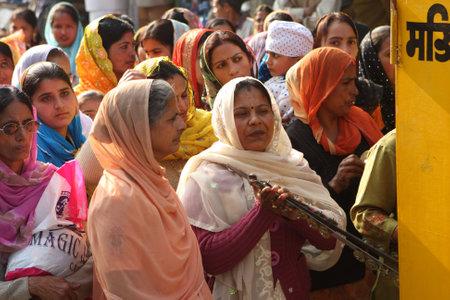 hindues: BANBASA, INDIA - el 9 de enero: Manifestaci�n social de sijs e hind�es para mejorar las condiciones de trabajo, el 9 de enero de 2009, en Banbasa, India.