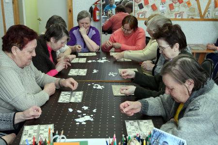 terapia ocupacional: PODPOROZHYE, Rusia - el 11 de marzo: D�a de salud en el centro social servicios para los jubilados y los discapacitados Otrada (terapia ocupacional para eldery), Podporozhye, Rusia, 11 de marzo de 2010.