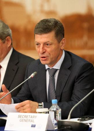 Vice-premier van de Russische Federatie De heer Dmitry Kozak, tijdens een CEMAT-conferentie van 15 november in Moskou (Raad van Europa-conferentie van ministers belast met ruimtelijke en regionale planning), 8 juli 2010, Moskou, Rusland. Stockfoto - 7357675