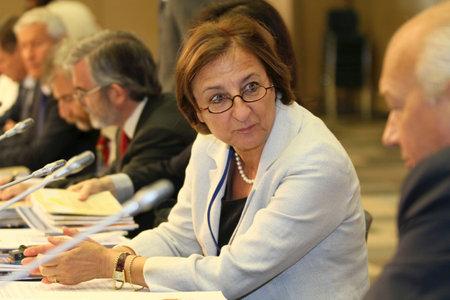 Een niet-geïdentificeerde deelnemer, tijdens een 15 CEMAT-conferentie in Moskou (conferentie van ministers van ruimtelijke ordening van de Raad van Europa verantwoordelijk voor ruimtelijke / regionale planning), 8 juli 2010, Moskou, Rusland. Stockfoto - 7374282