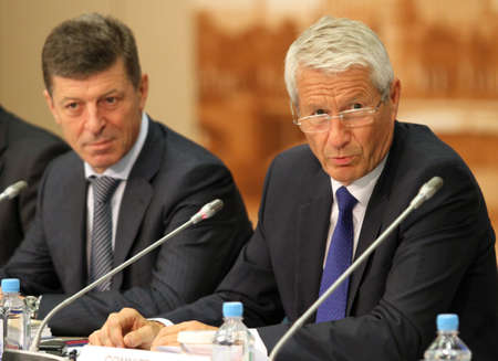 Thorbjørn Jagland (right) is a Norwegian politician for the Labour Party, and the Secretary-General of the Council of Europe, the background Deputy Prime Minister of the Russian Federation Mr. Dmitry Kozak, during a 15 CEMAT conference in Moscow (Council Stockfoto - 7374283
