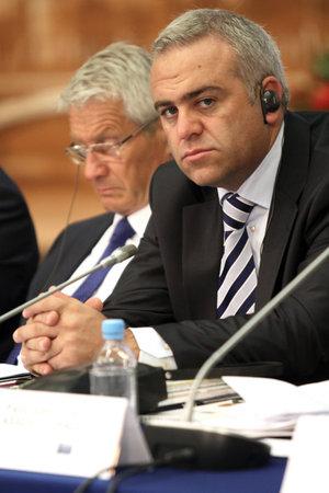 Een niet-geïdentificeerde deelnemer, tijdens een 15 CEMAT-conferentie in Moskou (conferentie van ministers van ruimtelijke ordening van de Raad van Europa verantwoordelijk voor ruimtelijke / regionale planning), 8 juli 2010, Moskou, Rusland. Stockfoto - 7374290