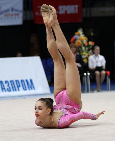 pantimedias: Mosc� - el 20 de febrero: Participante no identificado en acci�n en el torneo internacional en campeones de Copa de premio de Grand de gimnasia r�tmica Gazprom, el 20 de febrero de 2010 en Mosc�, Rusia.