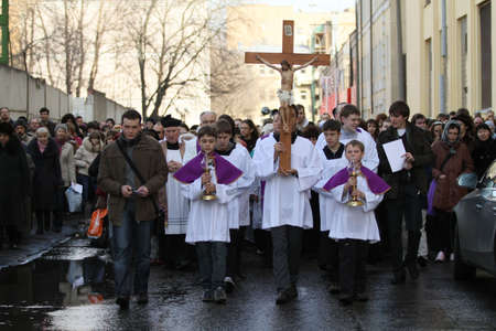 crucis: MOSCOW, RUSSIA - MARCH 25: Catholics walk in a procession held ahead of the Easter Holy Week, Saturday, March 25, 2010 in Moscow, Russia.