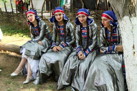 tbilisi: TBILISI, GEORGIA - 17 luglio: I partecipanti georgiano Folk Art Festival Gene, tradizionalmente festival inizia nelle regioni della Georgia e nel Museo Etnografico di Tbilisi, 14 luglio 2011 a Tbilisi, Georgia.