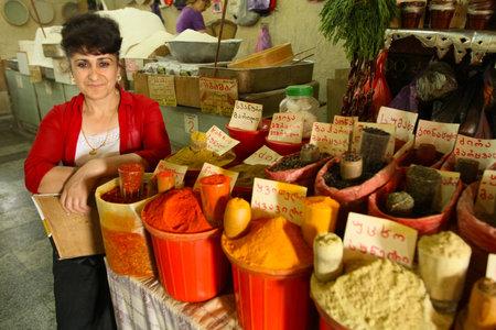 tbilisi: TBILISI, GEORGIA - 18 luglio: Street market in Old Tbilisi - Mercatino � la componente della cultura tradizionale georgiana, 18 luglio 2011 a Tbilisi, Georgia. Editoriali