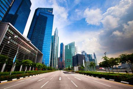 buildings on water: Los rascacielos de Singapur distrito de negocios Foto de archivo