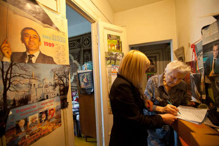 ulan ude: PODPOROZHYE, RUSSIA - MAY 5: In anticipation of the Day of Victory in Great Patriotic War, Center of social services for pensioners and disabled Otrada gives presents to War Veterans, May 5, 2012 in Podporozhye, Russia. Editorial