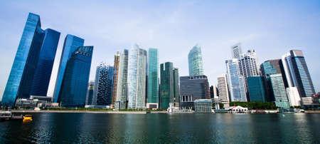 épület: Széles Panorama of Singapore város Stock fotó