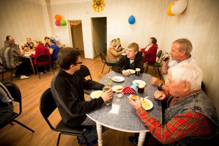Podporozhye, RUSYA - 3 Temmuz: Podporozhye, Rusya'daki emekliler için sosyal hizmetlerin Merkezi ve engelli Otrada (engelliler için yemek), 3 Temmuz 2012 yılında Sağlık Günü.