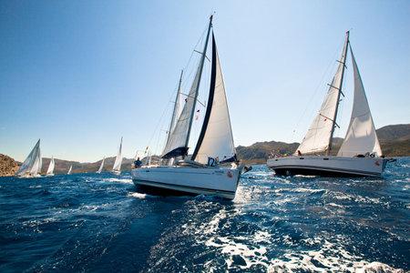 AKDENİZ, Türkiye- 29 Mayıs: yelkenli yarışı Yelken ve Fethiye Marmaris Eğlenceli Trophy 2012, Akdeniz'de, Türkiye'de 29 Mayıs 2012 sırasında Tekneler Yarışmacılar.