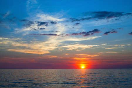 Beau coucher de soleil océan