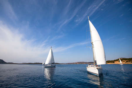 yacht race: Vela regata - foto con el espacio para el texto