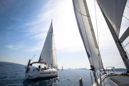 livsstil: Segling. Segelbåt.